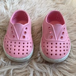 Native Size 5 pink shoes